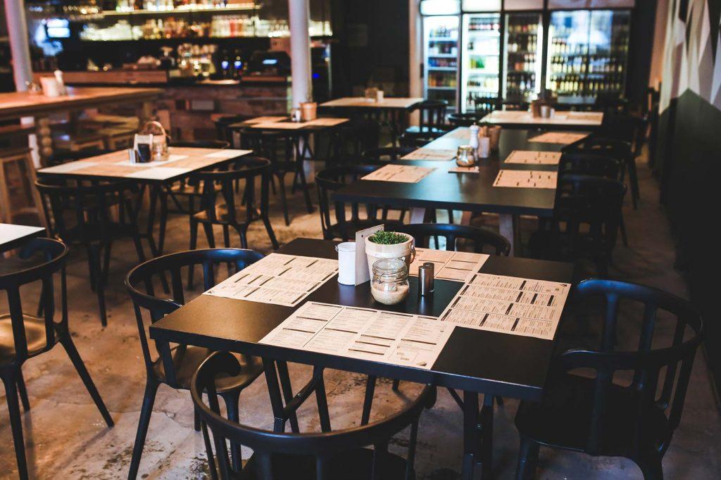 British tipping etiquette in restaurants